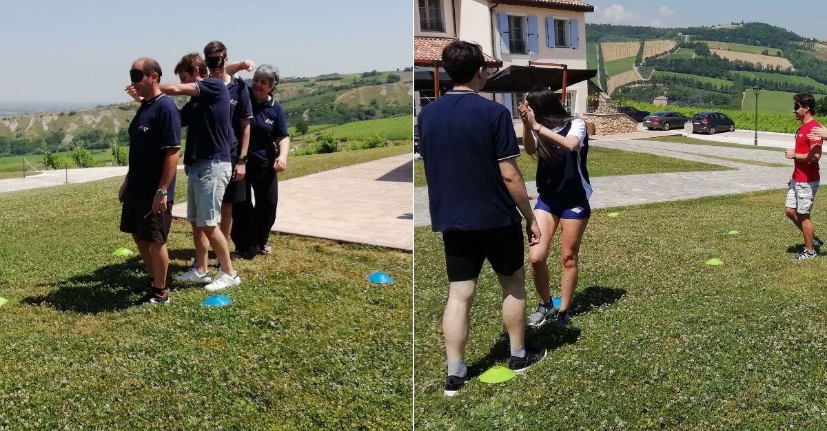gioco teambuilding camminata cieca